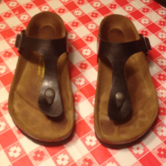 6c1f3c2ed14 Birkenstock Shoes - Black Birkenstocks Gizeh flip flop style EUC