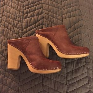 Dolce Vita, size 7, heel clogs, leather.