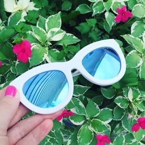 NWOT Quay Eclipse Sunglasses in White & Blue