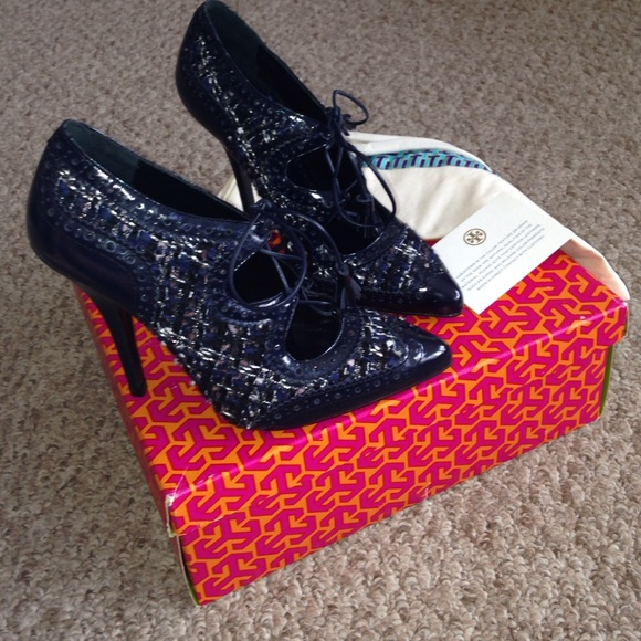 737c186ed3a2e4 New Tory Burch Hawthorne navy tweed lace up heels