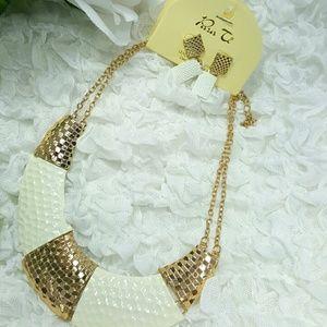 Gold & White Necklace  Set