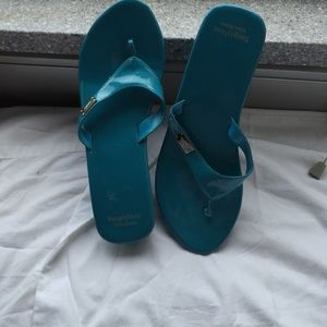 Closet clear out!! Vera Wang wedges