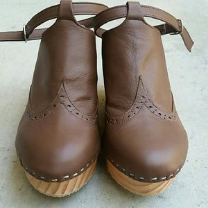 07fdceac5a7 Greater LA Shoes - Wood wedge platform clog leather NEW! Closed toe