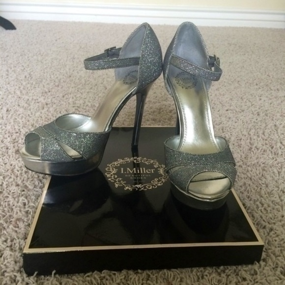 39df67801b64 New in box silver platform heels
