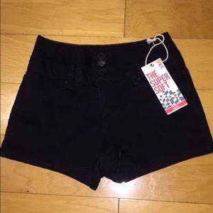 Ami Pants - YMI black high rise shorts size 9 NWT