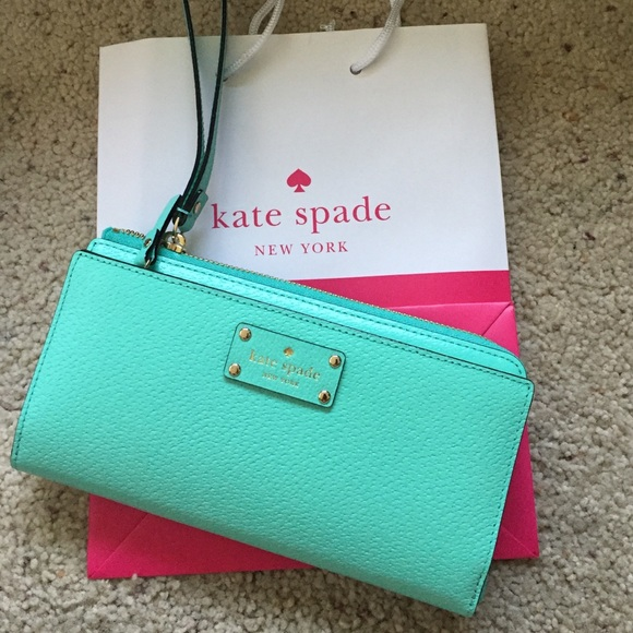 premium selection cd31c 3f1c6 NWT Kate Spade tech-friendly toting wallet NWT