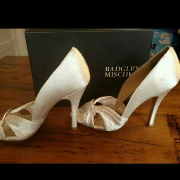 578c5fee542b Badgley Michska Off White Wedding Bridal Pumps 10