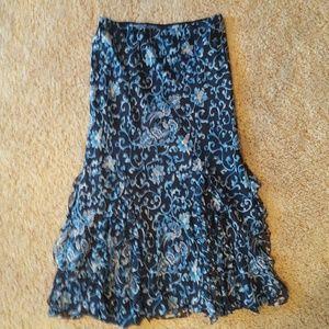 Oscar De La Renta  Dresses & Skirts - Oscar De La Renta silk skirt size 12