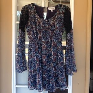 Gabriella Rocha Dresses & Skirts - Boho Lace Sleeve Dress