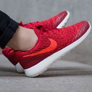 Nike Shoes - Nike roshe one Flyknit shoes