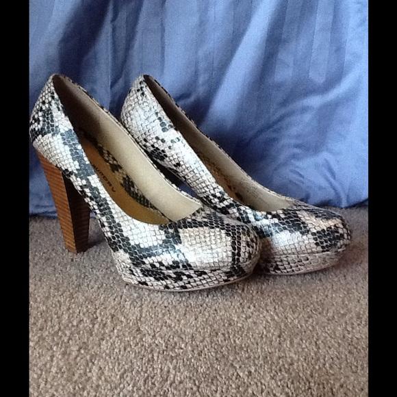 Size 9 Chinese Laundry Snakeskin Heels