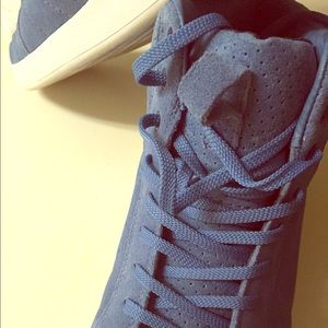 Clae Other - Clae size 11 baby blue suede shoes