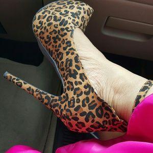Leopard ankle strap heels, ROAR!!