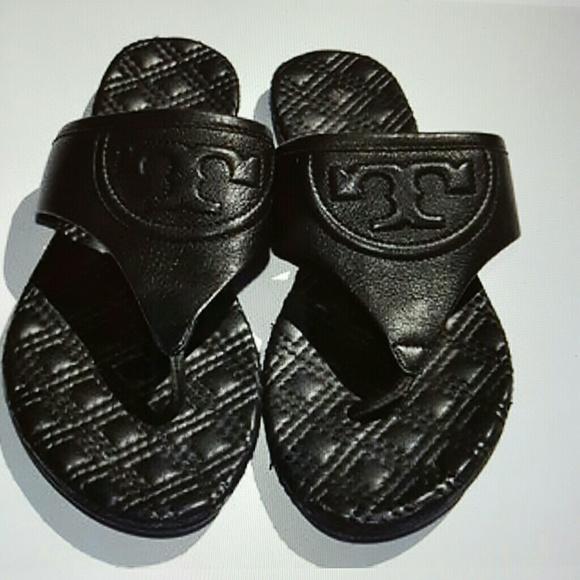ef128f0dd58 Tory Burch  Fleming Quilted  Tong Flat Sandals. M 57dcd2e86d64bcf59b008621