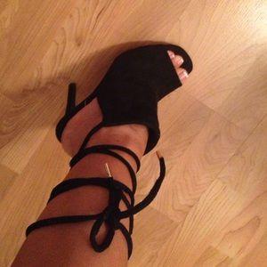 Shoes - Open toe heel in box