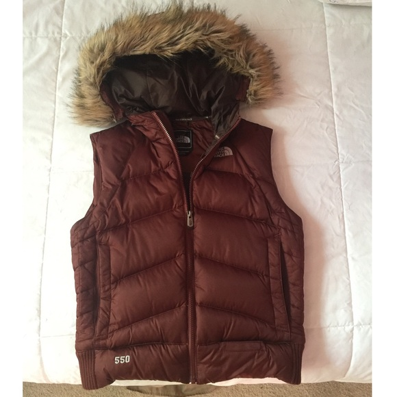 2c445ae277f6 North Face Hooded Down Vest with Fur. M 57d56a606a5830d703036d2c