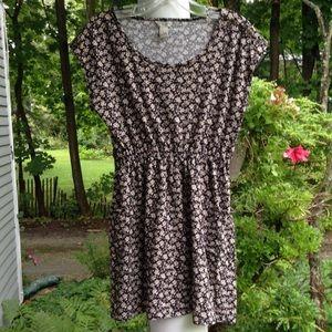 Forever 21 Dresses & Skirts - Charming floral dress