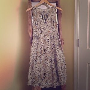 Anthro keyhole daisy dress