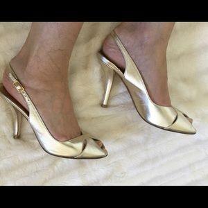 Stuart Weitzman Shoes - 😍Stuart Weitzman Gold peep toe slingback heels 8m