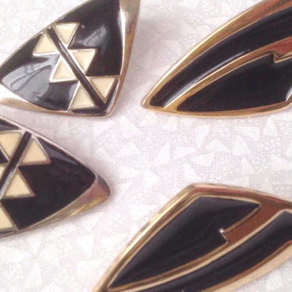 Jewelry - trifari gold and black vintage post earrings