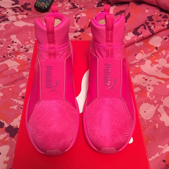 kylie pumas pink