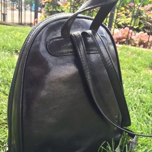 Tony Perotti Bags - Tony Perotti Italian Leather Zip-Around  Backpack