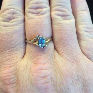 10kt yellow gold blue topaz ring