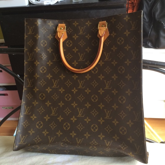 477a1d75a2b56 Louis Vuitton Handbags - SALE Authentic Louis Vuitton Sac Plat tote bag