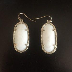 Elle gold earrings in ivory pearl