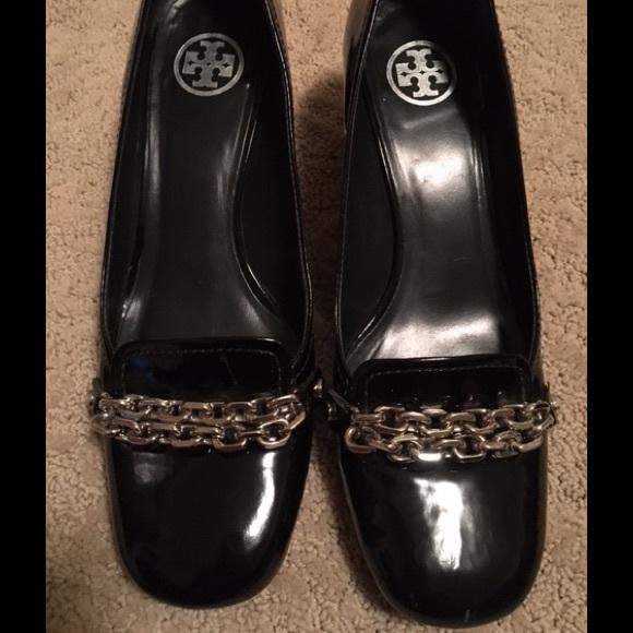 68de50e9c0424b Tory Burch Chain Link Patent Leather Heels. M 57d621fe2de51257e1016909