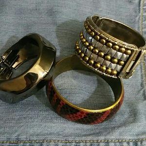 Jewelry - 3bracelets
