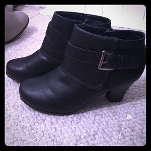 Bootie 8.5 shoes, worn once !!