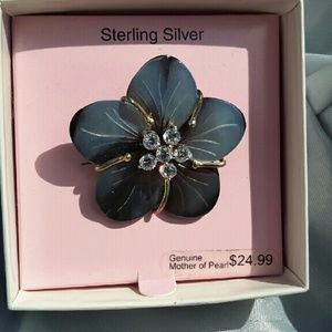 Jewelry - Flower mother of pearl pin.    NWT