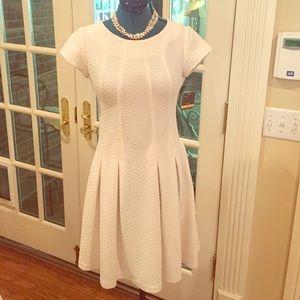 Taylor Dresses Dresses & Skirts - NWT Taylor white short sleeve dress size 2