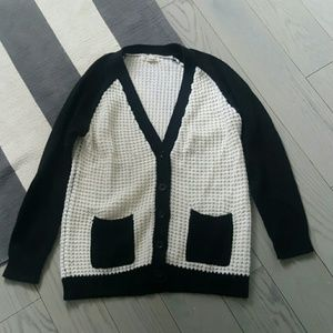 Forever 21 small black and white knit sweater