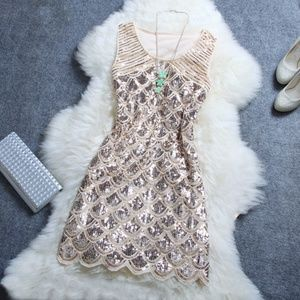 Dresses & Skirts - NWOT Luulla sequinned dress, sz M. (Price is firm)