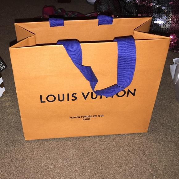 Louis Vuitton Handbags - Louis Vuitton shopping bag 94aa7feda74