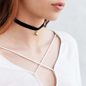 Urban Outfitters Jewelry - Bombay Velvet Choker Necklace