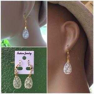 Jewelry - 4 FOR $25 🎁🎄🍾🥂 Glass Drop Earrings