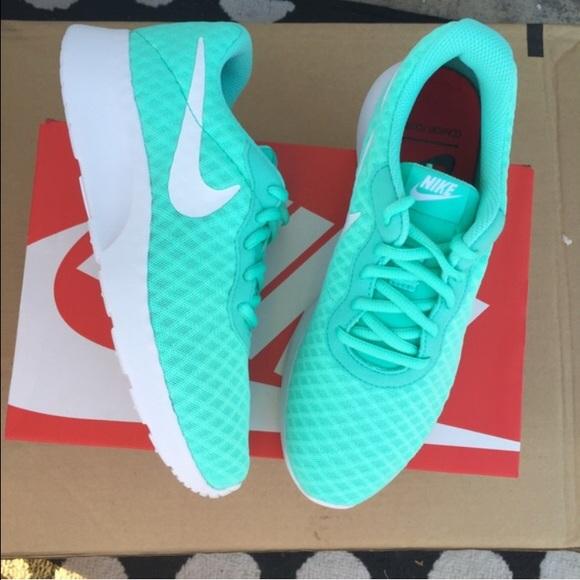 Nike Womens Turquoise Athletic Shoes Sz