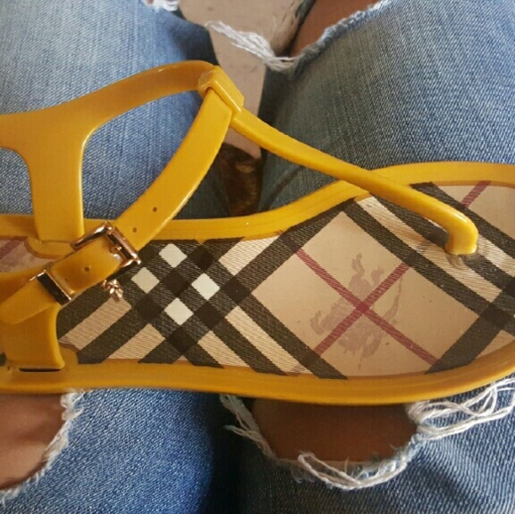 Burberry Shoes   Burberry Slippers