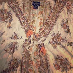 Fun flowy wing armed blouse