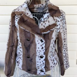 NWOT Solemio Fuzzy Animal Print Cropped Jacket