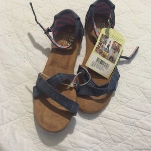 TOMS Other - Toms girl sandals