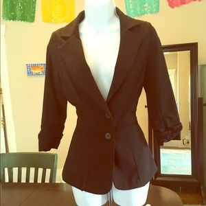 Fitted blazer with 3/4 length scrunched sleeves