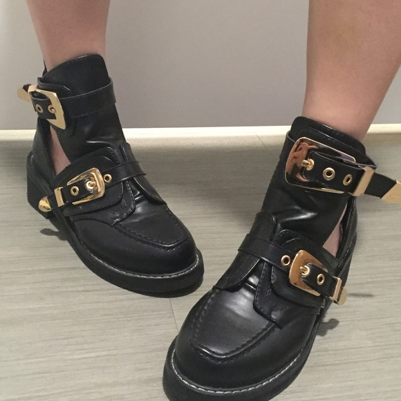 super cute high quality first look Balenciaga inspired booties