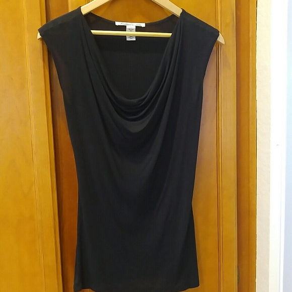Tops - Kenneth Cole sleeveless scoop neck shirt.