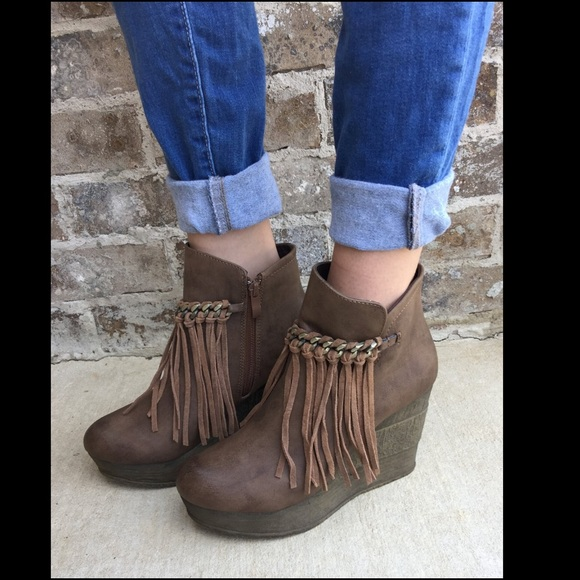 b30847c54090 Sbicca Zepp Fringe Wedge Booties