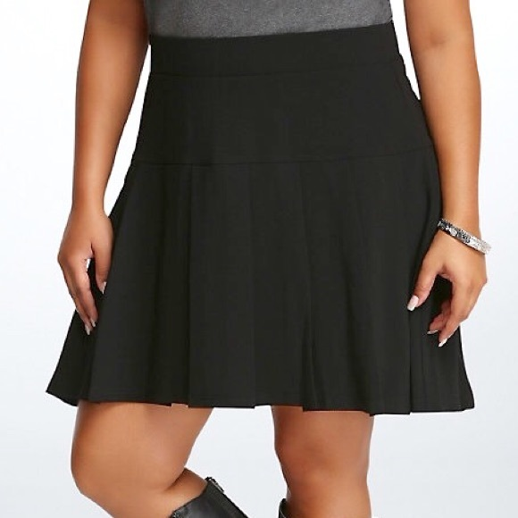 b97bb78d10 Black Pleated Skirt from Torrid - Mid Waist. M_57d8e3cb680278e6f2064f02