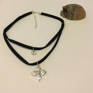 T&J Designs Jewelry - 🆕 Sliver Crystal Flower Suede Choker Necklace